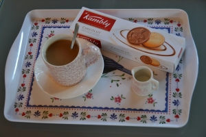 Hand Quilting Essentials: A nice cup of black tea with milk and sugar and my favorite Swiss cookies.